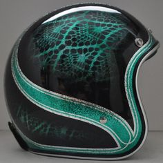 I'd love this helmet. Motorcycle Helmet Design, Custom Paint Motorcycle, Biker Helmets, Motorcycle Gear, Custom Bikes, Women Motorcycle, Airbrush, Biker Wear, Vintage Helmet