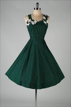 ➳ vintage 1950s dress    * green and black mid weight linen  * fabulous dimensional leaf appliques  * full skirt  * metal side zipper  * by Vicky Vaughn    condition | excellent fits like modern size s/m    length 40  bodice length 15  bust 35  waist 28  hips free  bodice allowance hem allowance 3.5    some clothes may be clipped on dress form to show best fit for appropriate size.    ➳ shop  http://www.etsy.com/shop/millstreetvintage?ref=si_shop    ➳ shop policies…