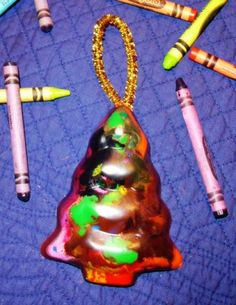 Craft corner: recycled crayon ornaments: What to do w/ all those old broken crayons! Winter Crafts For Kids, Winter Fun, Kids Crafts, Arts And Crafts, Christmas Goodies, Christmas Tree Ornaments, Holiday Fun, Christmas Ideas, Melted Crayons