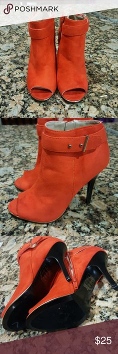 "💛Shoe Dazzle Orange heels boots Size 7 Shoe Dazzle Orange heels boots Women's Size 7, 4"" heel height Worn one time Shoe Dazzle Shoes Heeled Boots"