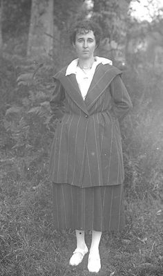 Femme  par J.B. Boudeau, vers 1919 - Bfm Limoges : http://boudeau.bm-limoges.fr