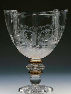Coupe des quatre saisons, en cristal de roche, attribuée à l'atelier des Saracchi, Italie (Milan), fin du XVIe siècle - Collection du Grand Dauphin, fils de Louis XIV – Madrid, Musée National du Prado A la mort de Louis de France (1711), fils de Louis XIV, une partie de sa collection d'objets précieux est revenue à son fils Philippe V, roi d'Espagne. Cette collection est conservée au Musée National du Prado, sous le nom du Trésor du Dauphin (Tesoro del Delfín)
