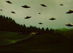 flying saucers in the landscape - ovni Alien Aesthetic, Aesthetic Space, Music Aesthetic, Aesthetic Drawing, Dark Grunge, Space Grunge, Images Esthétiques, Space Aliens, Aliens And Ufos