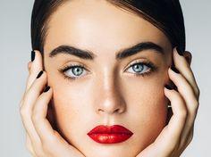 Eure Augenbrauen wachsen einfach nicht so, wie ihr wollt? Wir haben 5 Hausmittel für euch, mit denen eure Augenbrauen natürlich dichter