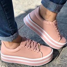 53 New Ideas Basket Femme Vintage Sneakers Mode, Sneakers Fashion, Fashion Shoes, Shoes Sneakers, Cute Shoes, Me Too Shoes, Studded Heels, Pumas Shoes, Dream Shoes