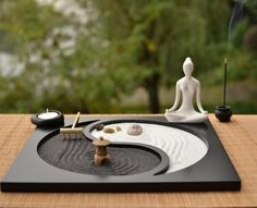 Buddhism Wooden Zen Garden when set up in the surrounding are believed to stimulate meditation. These zen gardens were designed to stimulate meditation. Zen Yoga, Meditation Space, Meditation Music, Meditations Altar, Jardin Zen Miniature, Design Oriental, Deco Zen, Mini Zen Garden, Zen Sand Garden