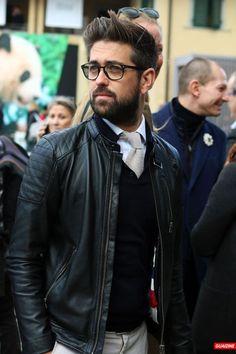 Jaqueta de Couro. Macho Moda - Blog de Moda Masculina: Jaqueta de Couro Masculina, pra Inspirar e Onde Encontrar. Moda Masculina, Moda para Homens, Roupa de Homem, Inverno Masculino, Moda Masculina 2017. Jaqueta de Couro Perfecto, Jaqueta de Couro Biker Jacket. Gravata, Suéter