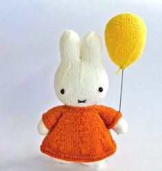 My latest creation, my favorite bunny in the world...Miffy.  She is dedicated to my pet rabbit Nosy. As this is a free pattern, pattern ...