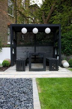 Modern Japanese Garden Design North London The structure is partially covered with a timber and stai Pergola Patio, Pergola Shade, Backyard Patio, Backyard Landscaping, Pergola Kits, Modern Japanese Garden, Japanese Gardens, London Garden, Diy Garden
