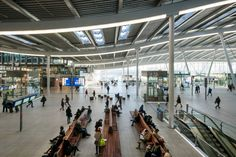 A wave-like roof covers this vast transport hub by Dutch firm Benthem Crouwel Architects for the largest railway station in the Netherlands. Central Station, Bus Station, Train Station, Utrecht, Roof Covering, Roof Structure, Atrium, Perth, Holland
