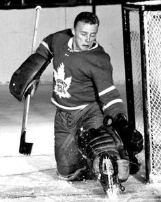 Cheevers was called up from the Rochester Americans of the American Hockey League and had a record of 1 win and 1 lost and 6 goals against in 2 games played. Hockey Goalie, Hockey Teams, Hockey Players, Ice Hockey, Hockey Stuff, Nhl, La Kings Hockey, Maple Leafs Hockey, Goalie Mask