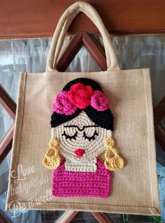 The bag itself is made with burlap fabric (jute fabric). Bag Crochet, Crochet Art, Crochet Crafts, Crochet Projects, Crochet Patterns, Bag Patterns, Burlap Tote, Burlap Fabric, Crochet Chicken