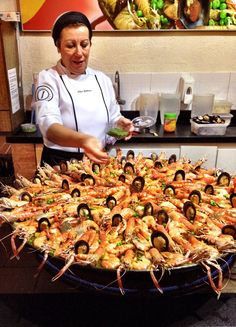 Paellas Pepe_foto Cuecas na Cozinha1 Sea Food Salad Recipes, Cooking Recipes, Shellfish Recipes, Seafood Recipes, Spanish Paella Recipe, Homemade Fish And Chips, Paella Party, Crab Dishes, Italian Recipes