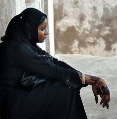 Sad (?) (sambukot) Tags: travel nikon women veil kenya muslim lamu ritratto viaggio velo swahili streetshot musulmana henn giovanedonna kenyacoast womenexpression sambukot