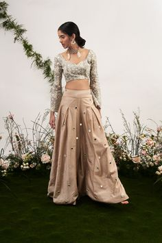 Ideas wedding guest outfit trousers wide legs for 2019 Pakistani Dresses, Indian Dresses, Indian Clothes, Indian Designer Outfits, Designer Dresses, Palazzo Pants Indian, Anarkali, Lehenga, Lehnga Dress