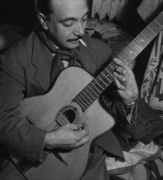 A look at the chords, harmonies and changes of Gypsy Jazz to the likes of Django Reinhardt. Learn what makes up the feel and drive of this music. Jazz Artists, Jazz Musicians, Music Artists, Louise Brooks, Carlo Scarpa, Gypsy Jazz Guitar, Django Reinhardt, Electro Swing, Old Music