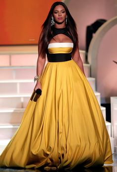 Beyonce Knowles in Elie Saab Celebrity Dresses, Celebrity Style, Celebrity Clothing, Beyonce Photos, Strapless Dress Formal, Prom Dresses, Evening Dresses, Wedding Dresses, Idol