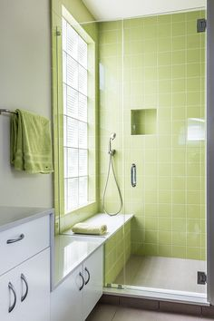 Window in shower Continuation of storage cupboard and shower seat Bathroom Color Schemes, Bathroom Tile Designs, Bathroom Colors, Bathroom Interior Design, Small Bathroom, Master Bathroom, Window In Shower, Shower Seat, Glass Shower