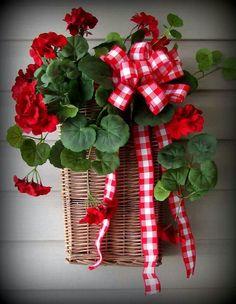 Wall/Door Baskets - Primitive Home Decor and More. Summer Door Wreaths, Wreaths For Front Door, Holiday Wreaths, Spring Wreaths, Front Porch, Wreath Crafts, Diy Wreath, Corona Floral, Red Geraniums