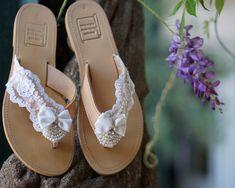 Χειροποίητα νυφικά σανδάλια απο λευκή δαντέλα,φιογκάκια, πέρλες και στρας Palm Beach Sandals, Leather Sandals, Bride, Shoes, Fashion, Wedding Bride, Moda, Zapatos, Bridal
