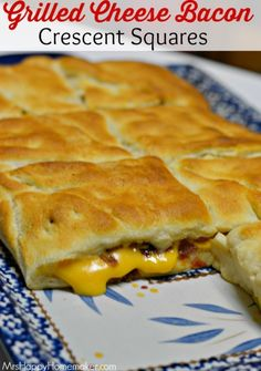 This looks YUMMY!--My Grilled Cheese Bacon Crescent Squares are insanely delicious, y'all! They only need 3 ingredients! This recipe is SUCH a blockbuster, if I do say so myself ;) Guaranteed to be an instant favorite! I Love Food, Good Food, Yummy Food, Tasty, Crescent Roll Recipes, Crescent Rolls, Pilsbury Crescent Recipes, Crescent Roll Pizza, Great Recipes