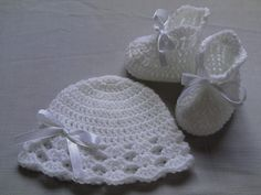 Crochet Baby Booties and Baby Hat beanie gift by TatjanaBoutique