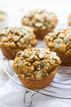 Skinny Pumpkin Quinoa Muffins - dipermanis secara alami, bebas gluten + vegan    Resep di simplyquinoa.com