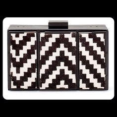 ZARA BLACK WHITE ZIG ZAG HARD CLUTCH MINAUDIERE NEW WITH TAGS SOLD OUT EVERYWERE !!!! VERY HARD TO FIND ZARA PATTERNED MINAUDIERE 100% AUTHENTIC 100% COW LETHER ============================================================================================================================ Zara Bags Clutches & Wristlets