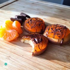Here's a variation on our 1 Syn Each Jaffa Cakes. How do you fancy1 Syn Each 'Raffa' Cakes? As some of you may know everyone here at Pinch of Nom had been talking about Jaffa Cakes for a while. We'd decided to post a recipe, then on the very day we were writing up our…