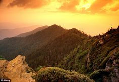 The Great Smoky Mountains National Park in North Carolina and Tennessee had 9,345,695 in 2013