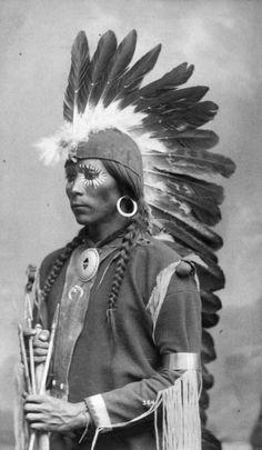 Taos Pueblo Man 1900 - The Warrior Spirit of the Taos people is evident in their homeland. The pueblo revolt of 1680 was planned at Taos Pueblo. Native American Images, Native American Beauty, Native American Tribes, American Indian Art, Native American History, American Indians, American Symbols, American Women, Taos Pueblo
