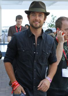 Justin Chatwin. just got done watching Shameless and I just had to! f-ing hot!