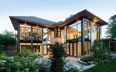Courtyard Bungalow in Ottawa, Ontario by Christopher Simmonds Architect - wow right down the road - move over neighbour! Modern Exterior, Exterior Design, Residential Architecture, Modern Architecture, Sustainable Architecture, Dream House Exterior, Bungalows, Modern House Design, Glass House Design