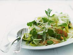 Karottensalat mit Zucchini ist ein Rezept mit frischen Zutaten aus der Kategorie Gemüsesalat. Probieren Sie dieses und weitere Rezepte von EAT SMARTER!