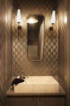 TOP banheiros no estilo Mid Century Modern Bathroom Toilets, Bathrooms, Old Hollywood Style, Powder Room, Mid-century Modern, Bathtub, Mid Century, Mirror, Water