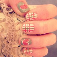 nailart with hearts, dots and stripes
