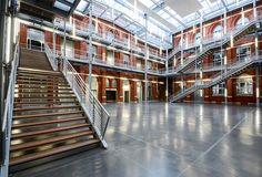 Vue de l'atrium d'HEI campus de Lille Calais, Atrium, Stairs, Home Decor, Audio Engineer, Ladders, Homemade Home Decor, Ladder, Staircases