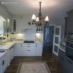 Tekirdağ Çorlu'da yaşayan Özlem hanımın özgün evinin her detayı ev sahibimizin ince zevkini yansıtır şekilde.. Daha önce karelerini paylaştığımız evinde, değişimler yapmaya, yeni kareler eklemeye deva...