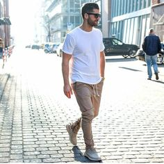 Simplicity is always in style. Follow my guy @hoodsfashion  Photo credit @kosta_williams