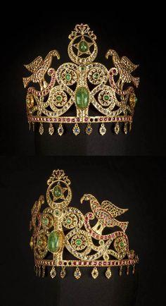 Morocco - Fez   Tiara ~ Tâj ~ gold, diamonds, rubies, red and blue stones   c. 20th century   Est. 6'000 - 8'000€ ~ (Oct '15)