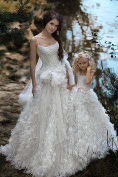 matching bride and flower girl dresses / http://www.deerpearlflowers.com/36-cute-wedding-photo-ideas-of-bride-and-flower-girl/