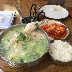 予定変更にはなりましたが 地下鉄を乗り継いで、お目当ての「コムタン」を食べに 3号線のテチョン駅へ 聞きなれない駅ですが 江南駅からは... Korean Cafe, Korean Street Food, Korean Food, Asian Recipes, Real Food Recipes, Ethnic Recipes, K Food, Looks Yummy, Aesthetic Food