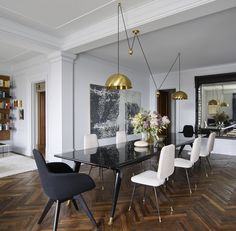 Upper West Side Apartment, Dining Room by Fawn Galli Interiors Contemporary Dining Room Sets, Beautiful Dining Rooms, Architectural Digest, Comedor Office, Upper West Side Apartment, Home Interior, Interior Design, Dining Room Inspiration, Design Inspiration