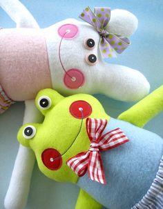 Hey, diesen tollen Etsy-Artikel fand ich bei https://www.etsy.com/de/listing/84646195/doll-sewing-pattern-for-belinda-bunny