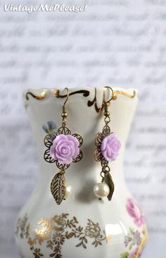 ~ You choose the colors of flowers and pearls - Beautiful and romantic filigree earrings for your bridesmaids, maid of honor, moms,  the flower girls or your everyday style! Cute rose cabochons are hanging from bronze dangle earhooks along with glass pearls and beautiful leaf charms - everything in bronze tones. Simple yet stunning and absolutely romantic!  ~ Matching bracelet: https://www.etsy.com/listing/159346510/you-choose-colors-flower-girl-gift?ref=shop_home_active_2~ Matching…