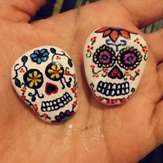 Pebble Painting, Pebble Art, Stone Painting, Sugar Scull, Sugar Skull Art, Painted Pavers, Painted Rocks, Stone Crafts, Rock Crafts