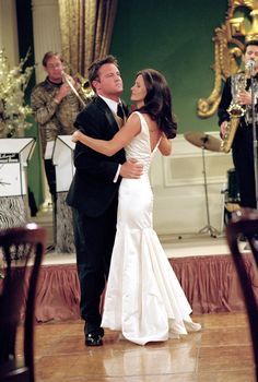 "One of the most popular TV wedding in history was undoubtedly the wedding of ""Friends"" characters Monica Gellar and Chandler Bing in . Friends Tv Show, Tv: Friends, Friends Cast, Friends Episodes, Friends Moments, Friends Series, Friends Forever, Chandler Friends, Chandler Bing"