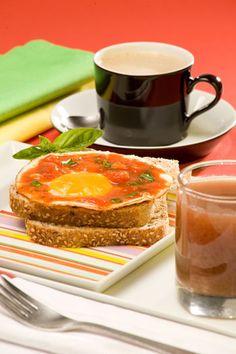 Recetario Estampas pan integral con huevo y salsa de tomate
