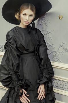 Ulyana Sergeenko haute couture - spring summer 2013 Russian Fairytail - photo's by Nickolas Sushkevich Dark Fashion, Fashion Art, High Fashion, Vintage Fashion, Fashion Design, Style Fashion, Fashion Glamour, Emo Fashion, Gothic Fashion