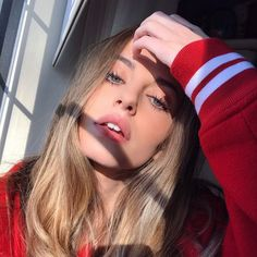 Discovered by sasooriza ; Find images and videos about girl, fashion and beautiful on We Heart It - the app to get lost in what you love. Tumblr Photography, Photography Poses, Selfie Posen, Pretty People, Beautiful People, Tmblr Girl, Insta Photo Ideas, Girls Selfies, Tumblr Selfies